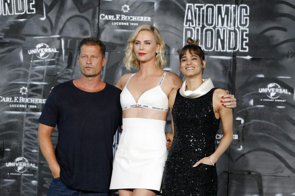 Charlize Theron lors de la première du film Atomic Blonde, avec carl F. Bucherer