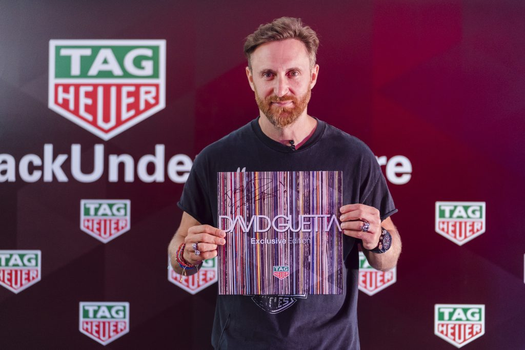 David Guetta offre un disque à TAG Heuer