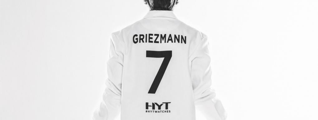 Antoine Griezmann Ambassadeur HYT et son numéro fétiche sur sa blouse d'horloger