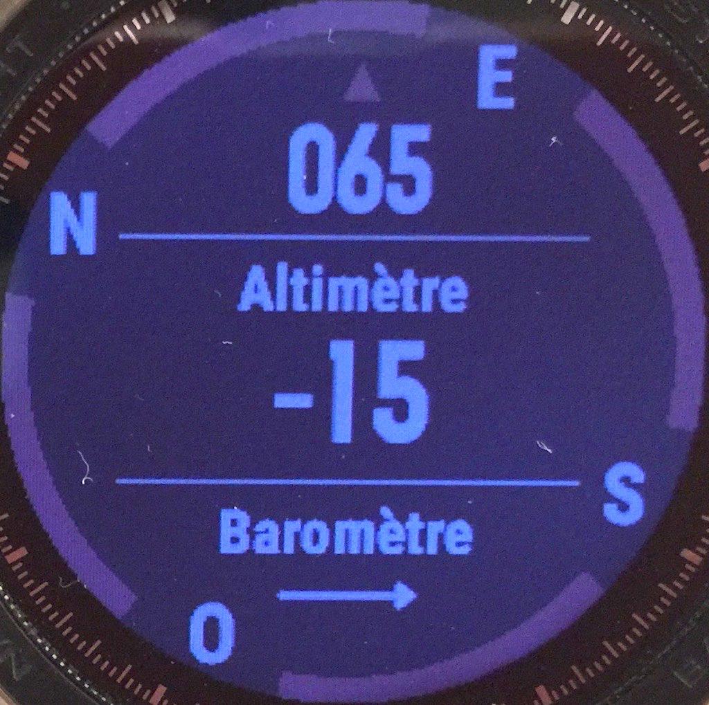 L'altimètre et le baromètre, très utiles en cas de trail ou de randonnée