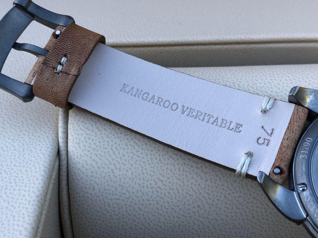 Un bracelet typé aviation en Kangourou