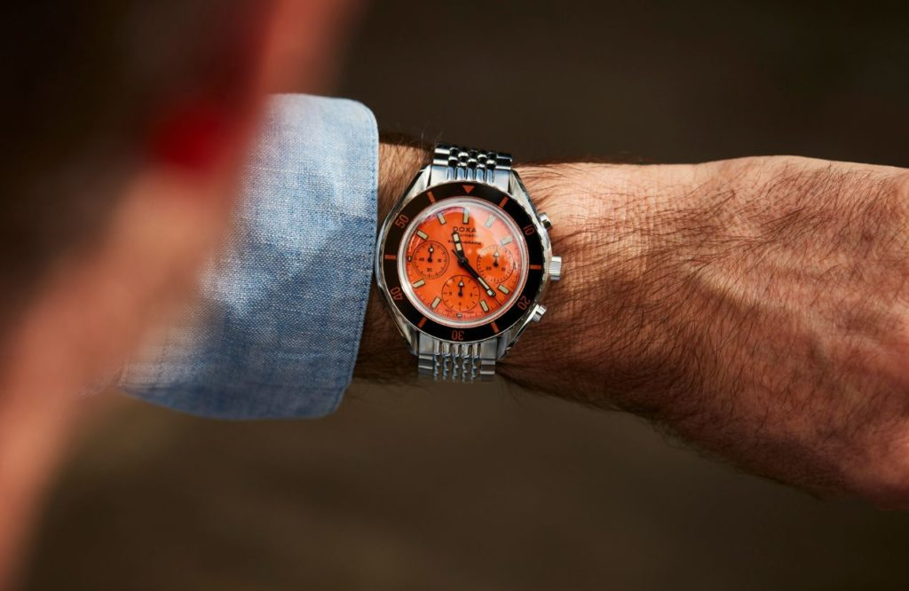 La montre au poignet