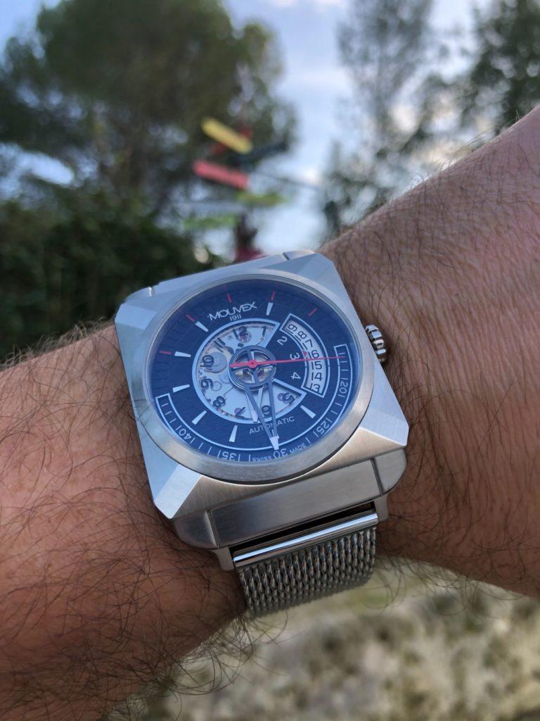Une montre qui se pose parfaitement bien au poignet !
