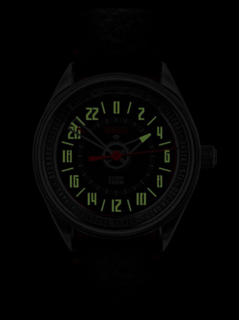 Les aiguilles, les chiffres et les index luminescents permettent de lire l'heure dans l'obscurité.