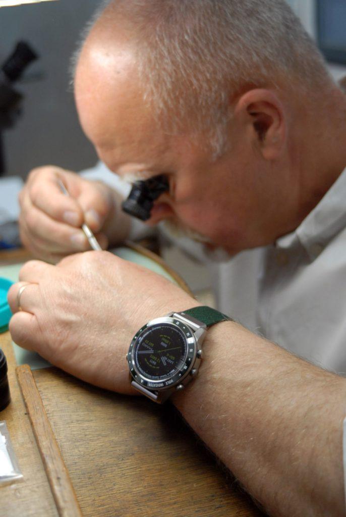 Roy Baierlein, horloger traditionnel, convaincu par la technologie Garmin.