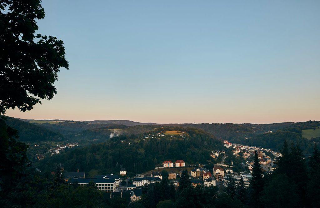 Glashütte : une ville ouvrière au cœur d'une vallée en Saxe.