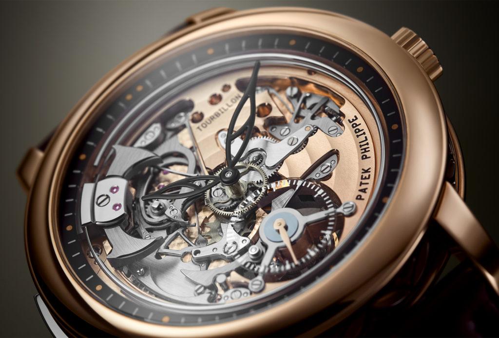 Détails et finitions de haute horlogerie caractérisent Patek Philippe.