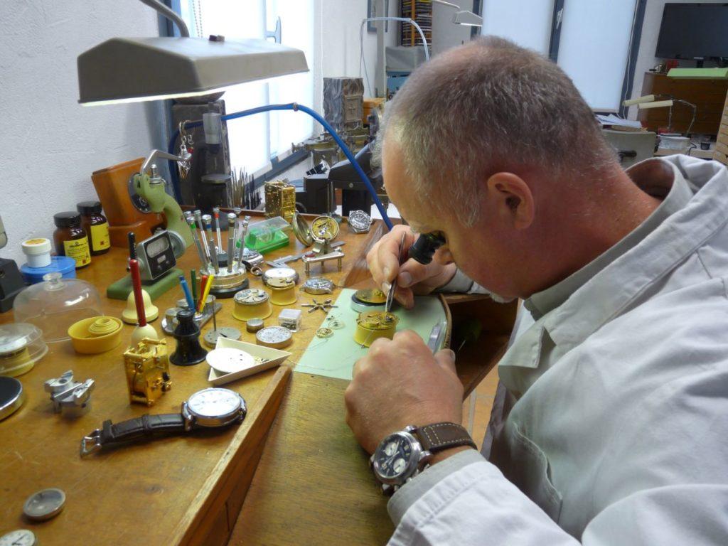 Roy Baierlein dans son atelier d'Entraigues sur Sorgue